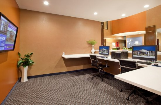 Woodson Terrace, MO: Business Center with Flight Board