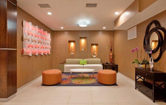 Woodson Terrace, MO: Lobby Seating Area