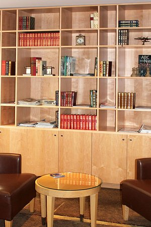 New Hotel Lafayette: Library