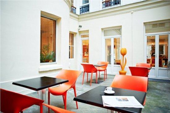 New Hotel Lafayette: Courtyard