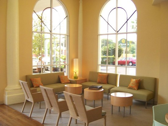 La Quinta Inn & Suites Sarasota Downtown: LobbyView