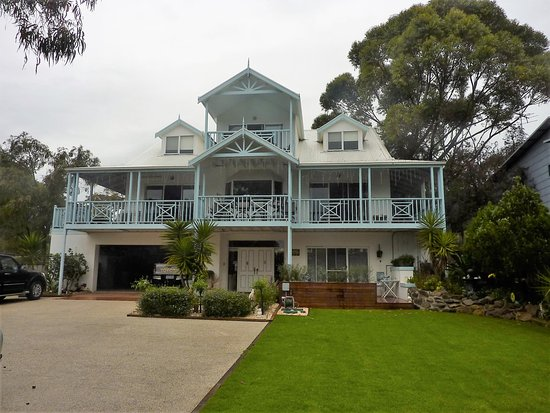 Silver Waters Bed & Breakfast: Front view of Silver Waters B&B