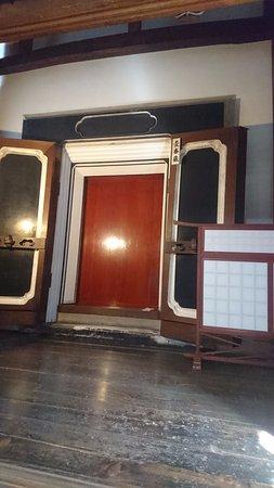 Yokoyama Residence: 何重にも扉のある金庫。