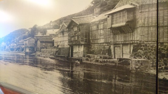 Yokoyama Residence: この海は現在は埋め立てられて道路になっている。