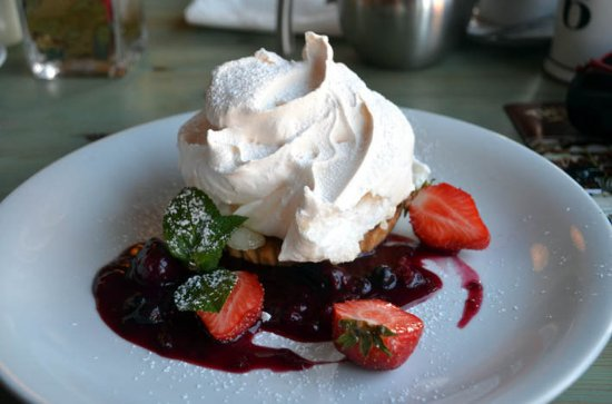 Walsingham, UK: lemon meringue pie