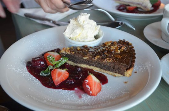 Walsingham, UK: chocolate and nut tart