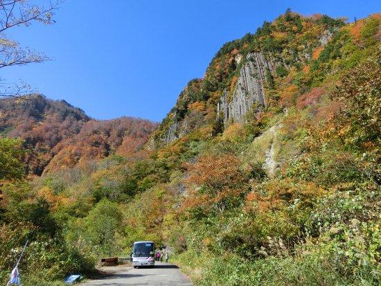 Sakae-mura, Japonia: 秋山郷布岩山