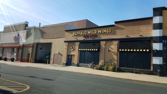 Buffalo Wild Wings: Near movie theaters and Planet Fitness