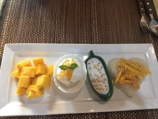 Simple Thai Cafe: Mango sticky rice with ice cream... absolutely heavenly delicious