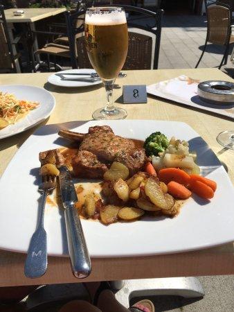 Niendorf, Deutschland: Fantastiskt god mat och service, vänlig personal och mysig miljö. Perfekt läge vid strandpromena