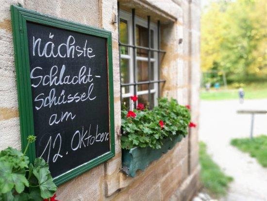 Hilpoltstein, Duitsland: Die Karte bietet Fränkisches, Hauptgerichte liegen zwischen acht und 13 Euro.
