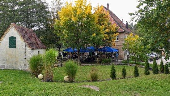 Hilpoltstein, Duitsland: Das Ambiente im Grünen ist schön.