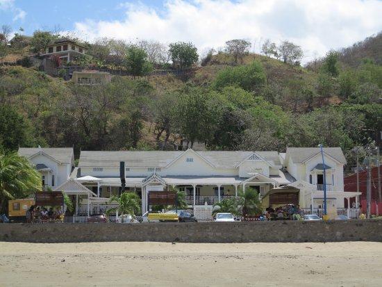Hotel Victoriano: HOTEL DESDE LA PLAYA. FACHADA