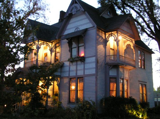 Carleton House Bed & Breakfast: Fully Restored Turn of the Century Victorian on the National Register of Historic Places