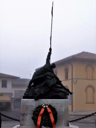 Pozzuolo del Friuli, Италия: Monumento ai Cavalleggeri