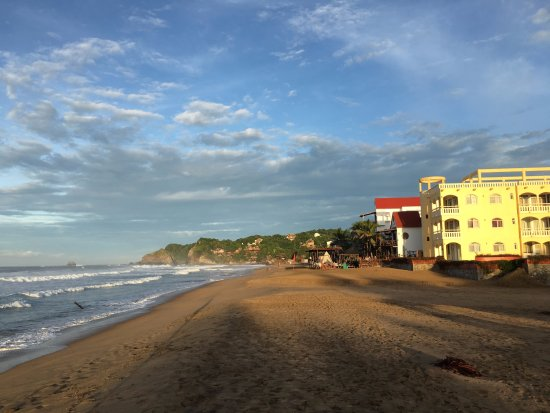 Playa Zipolite looking west at sunrise
