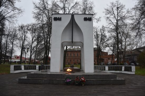 ‪Monument to Residents of Suzdal Who Died During the Great Patriotic War‬