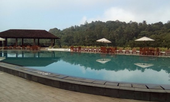Cinnamon Citadel Kandy: Swimming Pool.