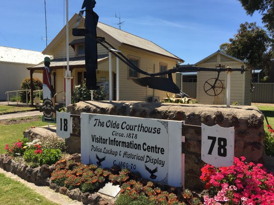 Edenhope, Australia: Old Courthouse and Info Centre