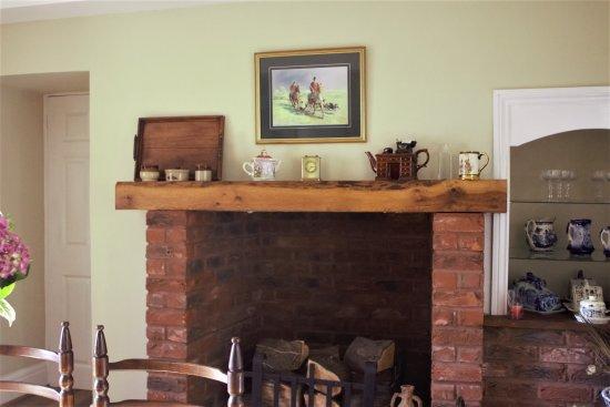 Llanedi, UK: fireplace in dining room