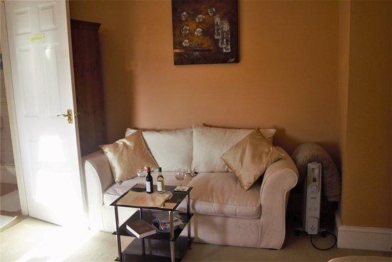 Llanedi, UK: sofa bed in family room