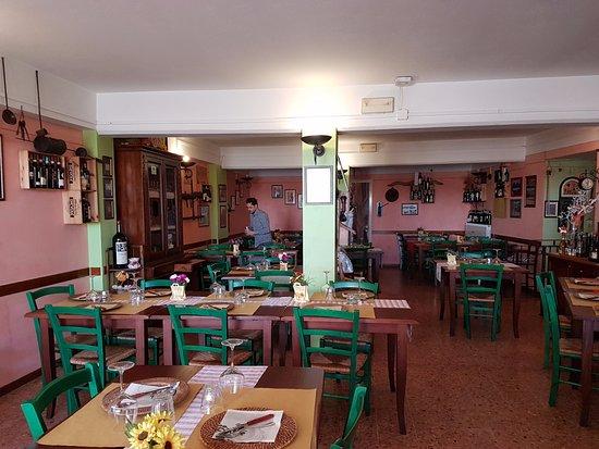 La Zinfarosa Braceria Trattoria Pizzeria: la sala da pranzo