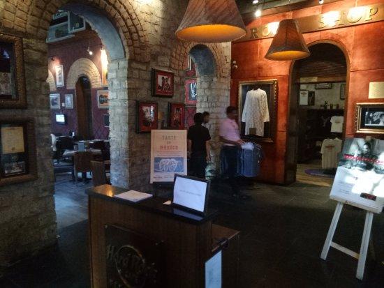 Hard Rock Cafe Bengaluru: Restaurent Reception