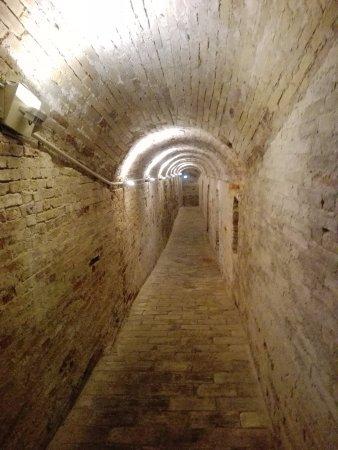 Acquaviva Picena, Italia: passaggio interno