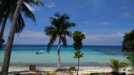 Malenge Island, Indonesia: Vue en face de notre bungalow