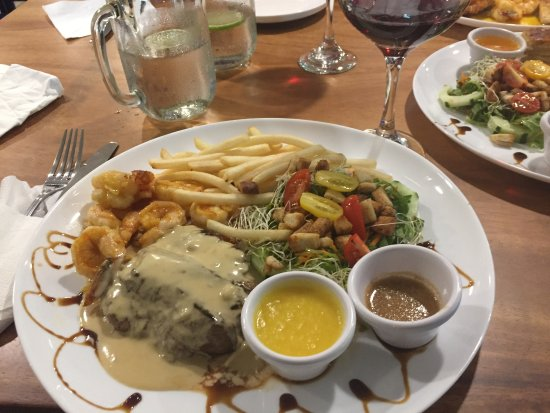 Pescaderia Mar Azul: Surf and turf - excellent!