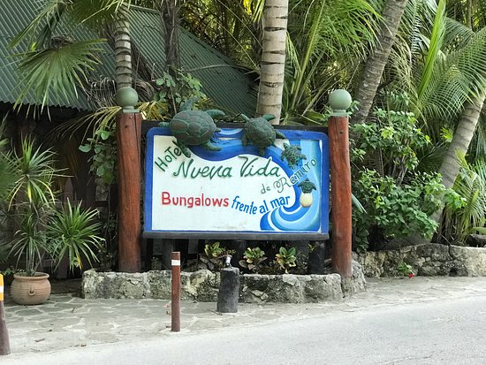Nueva Vida de Ramiro: Main entrance sign