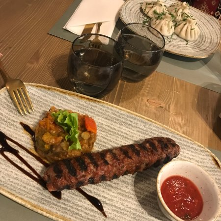 Lula ararat nh c a ararat restaurant wine bar for Ararat armenian cuisine