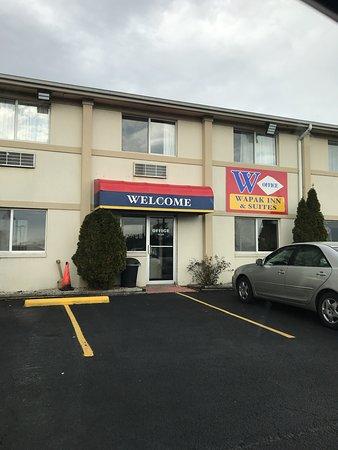Wapakoneta, OH: Good stay.  Quiet, clean, good sleep, shower, on the road again!