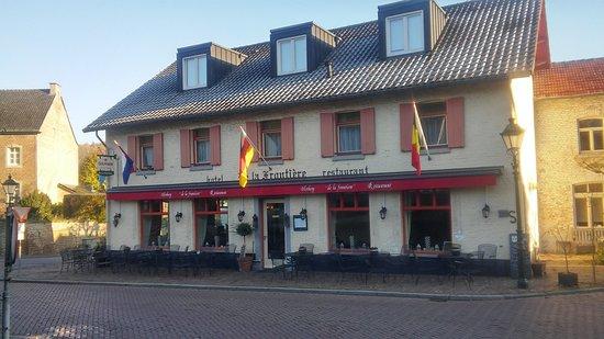 Slenaken, The Netherlands: Het prachtige pand met ruim voor-en zijterras overdag