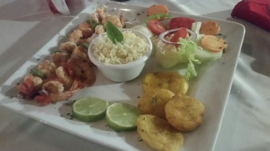 Paraiso Beach Hotel: 20171108_200451_large.jpg