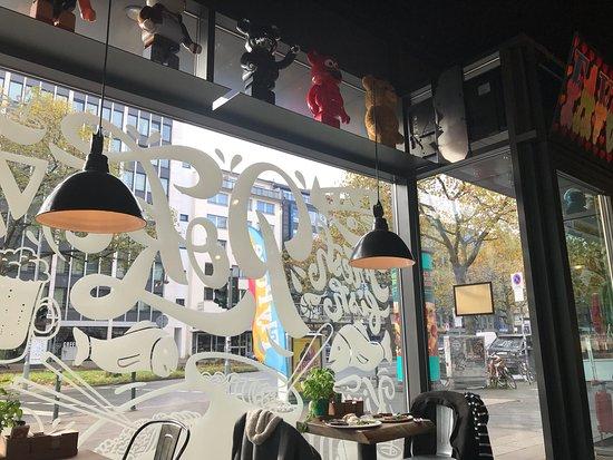 what 39 s pizza d sseldorf restaurant bewertungen telefonnummer fotos tripadvisor. Black Bedroom Furniture Sets. Home Design Ideas