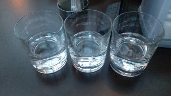 Buffalo's: давно не видел, чтобы водку подавали в стаканах