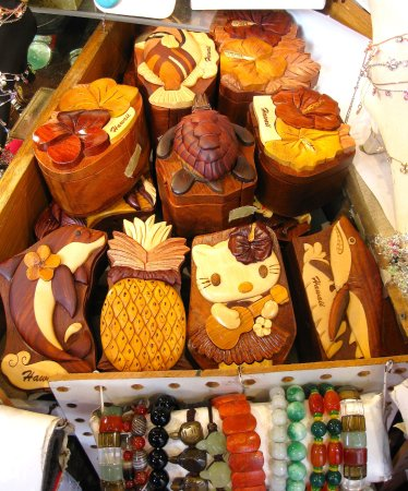 King's Village Shopping Center: Interesting items for gifts