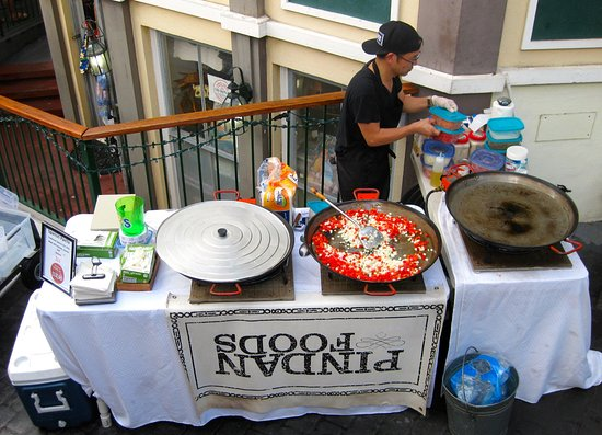 King's Village Shopping Center: Food cooked in front of you