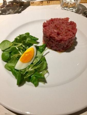 Castiglione Falletto, Italy: Insalata di carne cruda