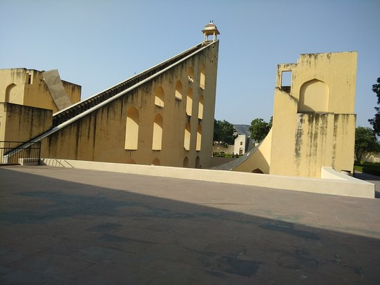 Hotels Near Jantar Mantar Jaipur