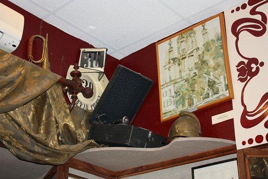 One Street Museum: в музее представлено много антикварных вещей