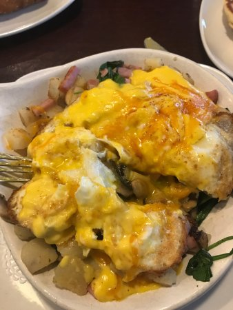 Darien, IL: Benedict skillet with over medium eggs (that were really runny).