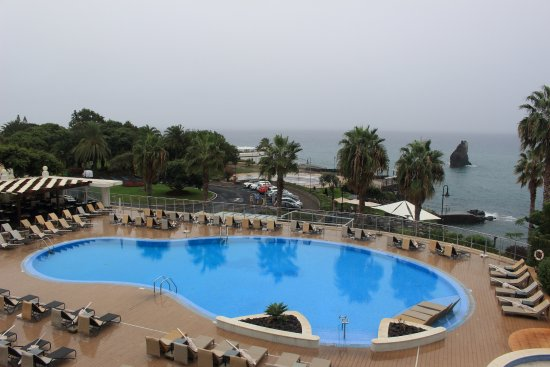Melia Madeira Mare Resort & Spa: The pool from floor 2