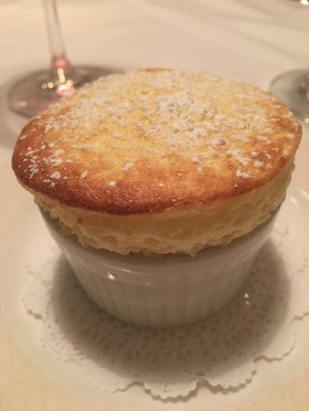 Winnetka, IL: Lovely was to end the dinner with a souffle!