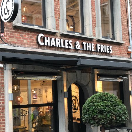 ‪Charles and the fries‬