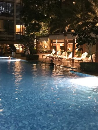 Pool Area Picture Of Shangri La At The Fort Manila Taguig City Tripadvisor