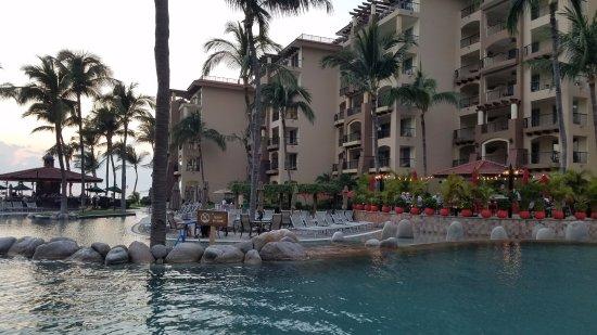 Villa del Palmar Flamingos Beach Resort & Spa Riviera Nayarit: Pool with Taco/Sushi restaurant