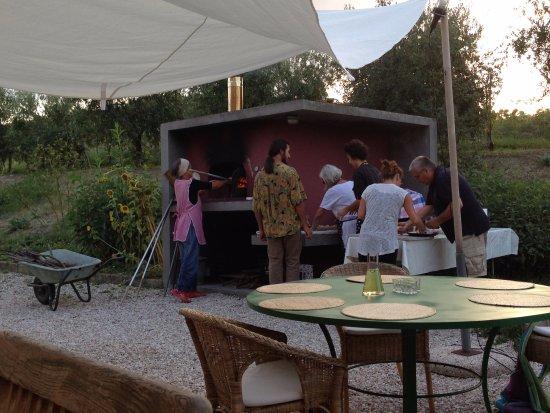 Locanda La Breccia: Immer wieder Dienstags. Pizzaessen aus dem Pizzaofen für Freunde und Gäste