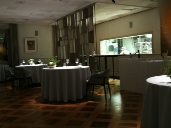 Sala con cucina a vista - Picture of El Coq Ristorante, Vicenza ...